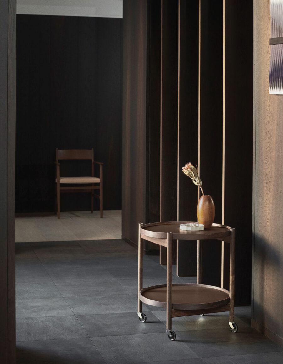 mesita minimalista diseño Bolling Tray table brdr kruger hans bolling venustas
